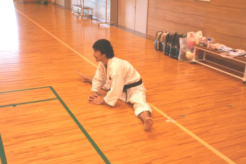 練習前の柔軟を忘れずに。