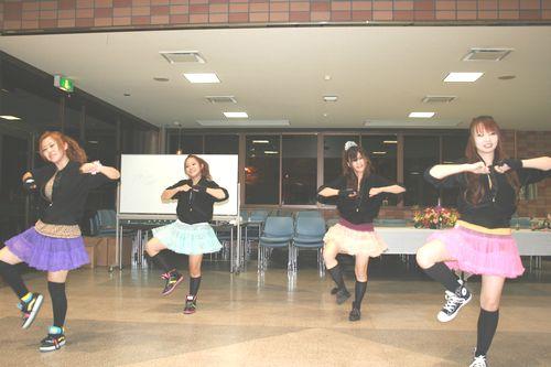 懇親会に先立ち、ダンス部が華やかなダンスで盛り上げてくれました。