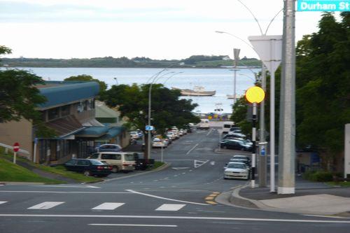 市内中心部から歩いて5分ほどで、もう海が見えます!