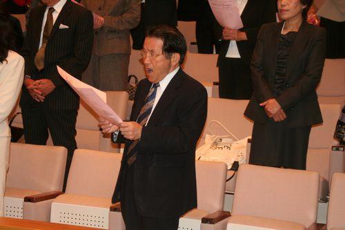 制作に携わった松浦職員も熱唱しています。