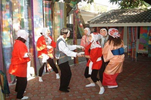 宮崎の愉快な仲間たちがひょっとこ踊りを披露!