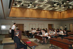 中別府学長の挨拶は、徐さんによって同時通訳されました。