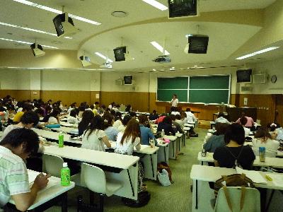 東先生、講義中です。