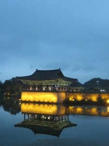 締めくくりは慶州の雁鴨池の夜景を見ながらお別れです