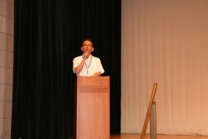 山口教授。今日は(?)まじめに司会です。