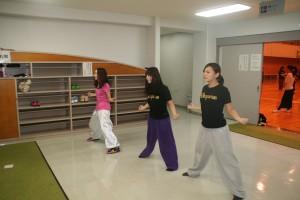 体育館ではダンス部が練習していました