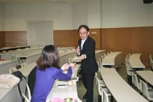 今も昔も、講義中の学生達とのコミュニケーションを大切にされています。