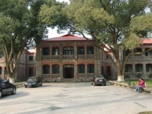 開学当初の建物・・趣がありますね。