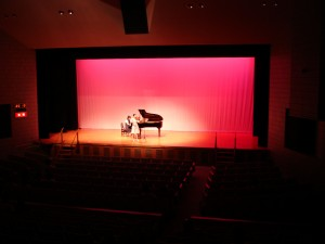 ピアノとヴァイオリンの「アンサンブル」。