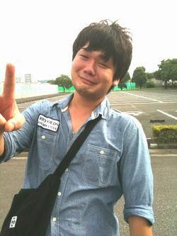 「どうも、堀田です。」笑えていません。