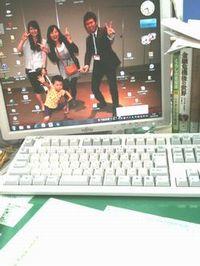 早速PCのデスクトップに記念写真を設定しました。