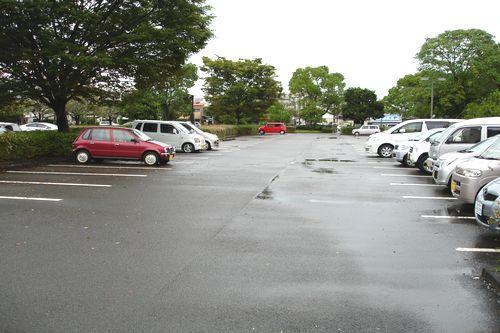 その舞台となった東駐車場です