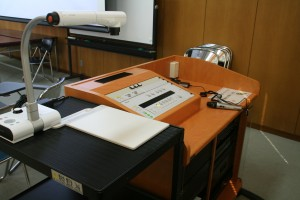 視聴覚室も機器も統一された仕様に