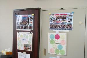 塾生の写真やメッセージが飾られています