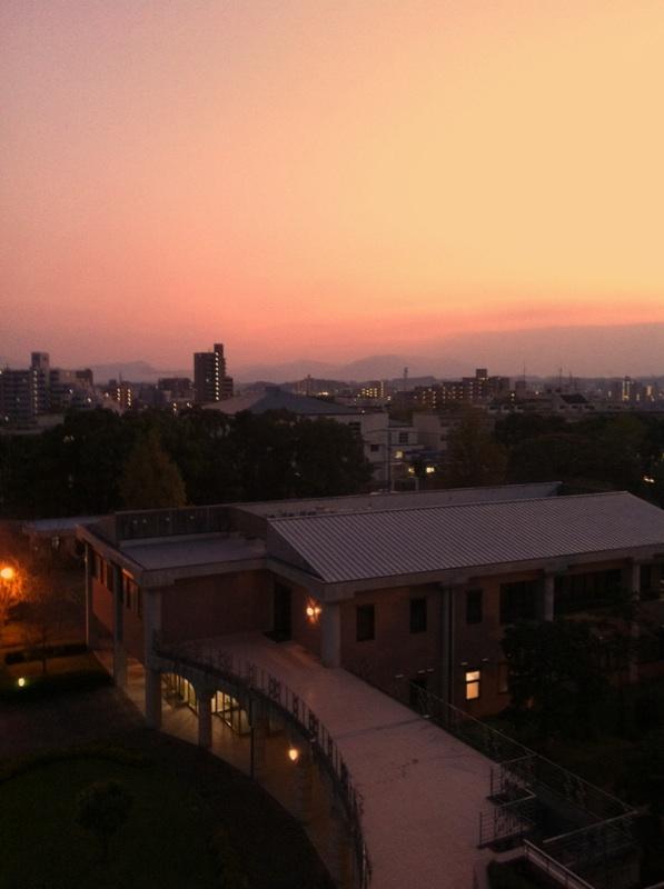 講義棟から見る秋の空・・・