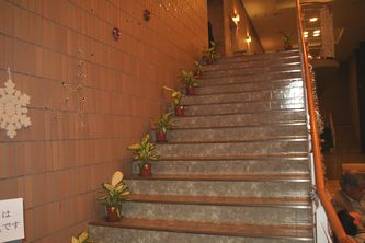 階段もいつもと違う雰囲気に。
