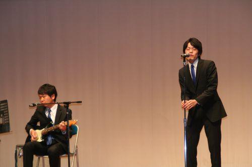 このブログでもお馴染みの職員によるバンド、Nabe&Bayashiです。