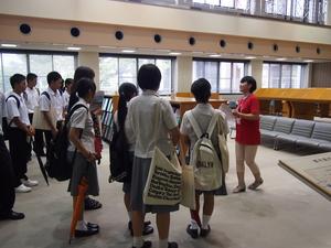 学生によるキャンパスツアー.JPG